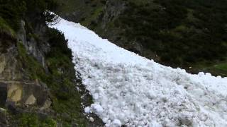 Avalanche en mai en Autriche, Impressionnant by Ski-Powder.com Thumbnail