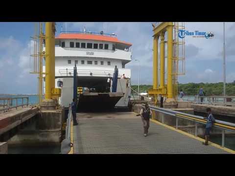 Kapal Feri Tak Mampu Angkut Pemudik Di Pelabuhan Bira