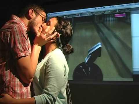chơi game = cách hôn nhau