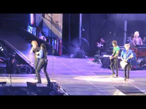 Mick Jagger & Bernard Fowler singin