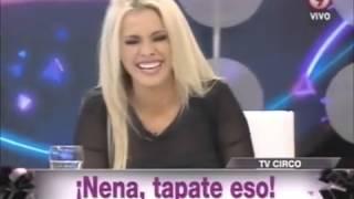 Beto Casella le tocó una lola a Alejandra Maglietti en vivo