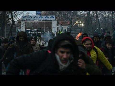Greece stops 4,000 migrants at Turkey border