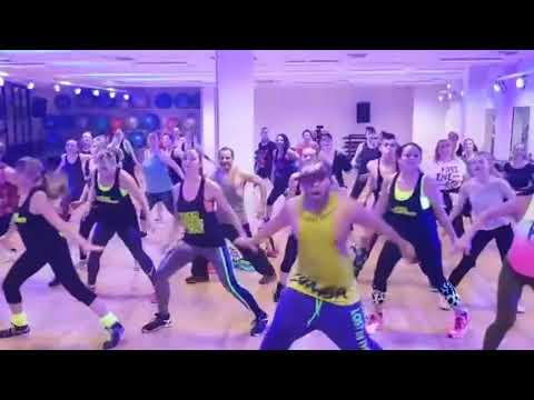 Azukita (Steve Aoki, Daddy Yankee, Play N Skills & Elvis Crespo)