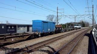 2010.3.30撮影。 武蔵野線名物の配給貨物です。トラには車輪が積まれて...