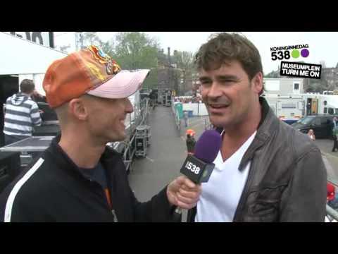 538 Koninginnedag 2010: interview Jeroen van der Boom