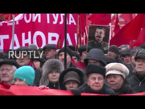 Russia: Thousands of communists parade on October Revolution