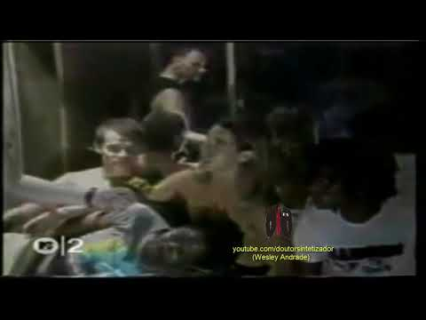 Red Hot Chili Peppers - W/ DeWayne McKnight and D.H. Peligro (MTV 1988) (Fragment)