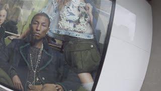 Pharrell Williams(ファレル・ウィリアムス)のシャネルのジャケットと...