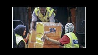 In first raid on Najib's home, cops seized 16 Chanel, 10 Gucci, eight Versace, five Oscar de la Ren