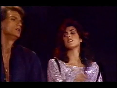 "Laura Branigan - ""Separate Ways"" LIVE [cc] with Rex Smith 1983"