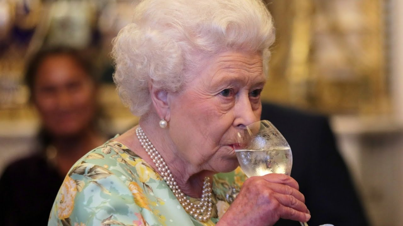 Here's What Queen Elizabeth Typically Eats In A Day