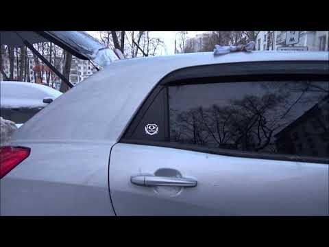 логотип на двери автомобиля