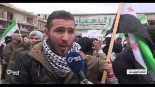 أهالي معرة النعمان يتظاهرون أحياء للذكرى السادسة للثورة