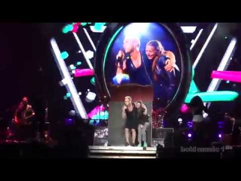 Robbie Williams - Candy (Live In Belgrade - Ušće, 17.06.2015) FIRST ROW