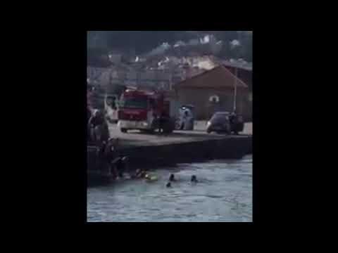 Rescatan a un hombre que se precipitó al agua en su coche en As Corvaceiras - Pontevedra