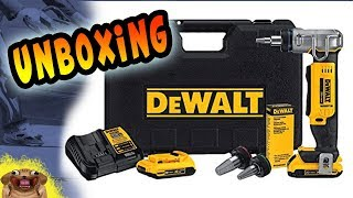 Unboxing the new DeWalt PEX Expander DCE400D2 - Uponor