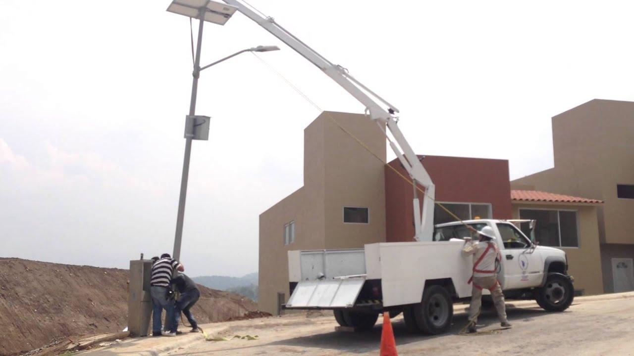 Instalaci n de poste con luminaria con panel solar artec for Alumbrado solar jardin