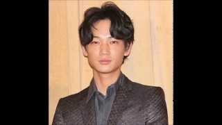 おぎやはぎのメガネびいきにゲスト出演していた俳優の綾野剛は、 アフリ...