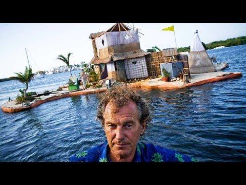 UNGLAUBLICH! Dieser Mann baut schwimmende Insel aus über 250.000 Plastikflaschen.