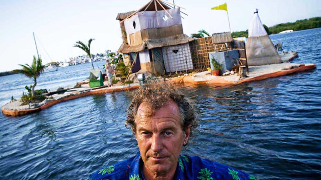 unglaublich dieser mann baut schwimmende insel aus ber plastikflaschen youtube. Black Bedroom Furniture Sets. Home Design Ideas