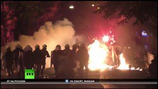 В Афинах неспокойно: массовые беспорядки на улицах греческой столицы(В Афинах мирная демонстрация в память о застреленном полицией в 2008 году школьнике Александросе Григоропул..., 2016-12-07T12:28:47.000Z)