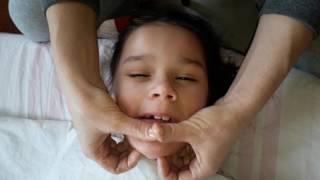 КАК ДЕЛАТЬ Логопедический массаж лица ребенку ДЦП!!  улучшения речи 100%:) Детский канал :)
