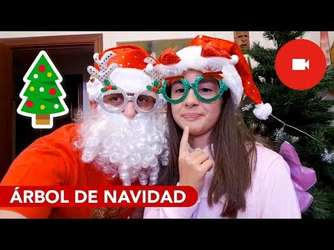 Decorando El Árbol De Navidad 🎄🎁 Santa Claus pone a Aby en la lista de las niñas buenas