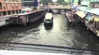 プラトナームの船着場を歌と共に...此処には、タイ人らしい活気があり水...