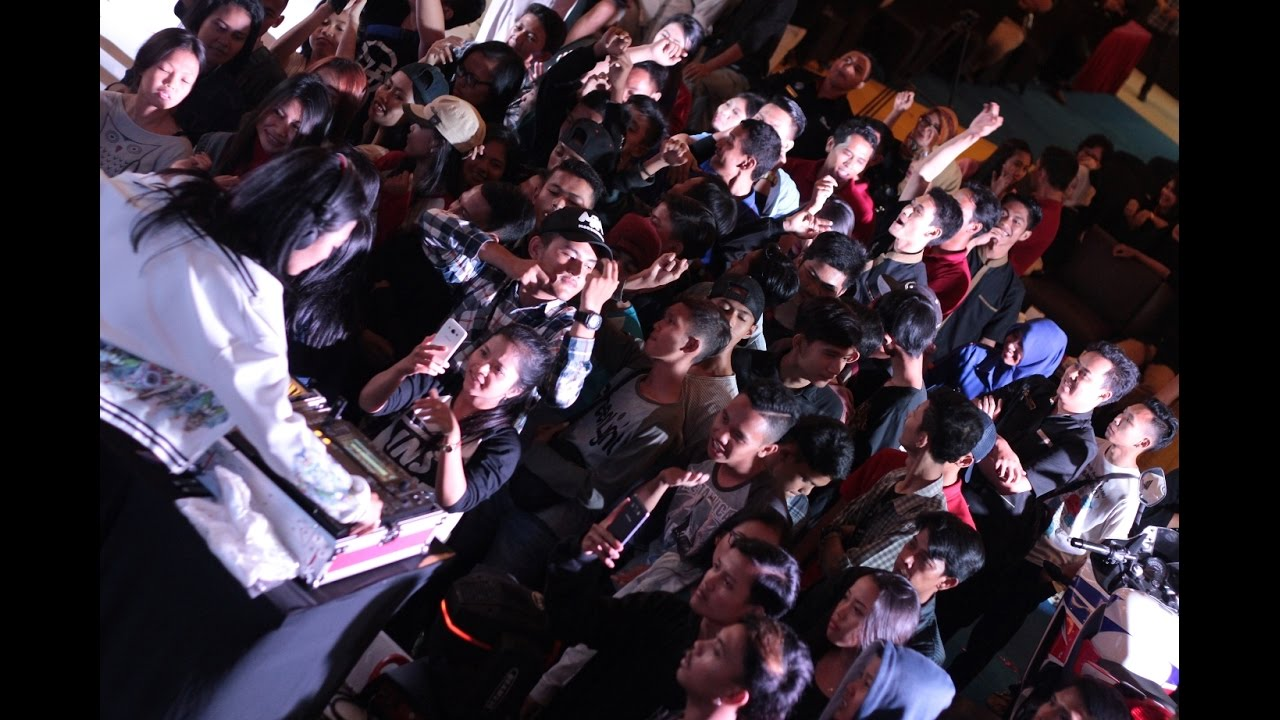DJ ACHA & 5 ROMEO HEBOHKAN HUT CSB MALL KE 5 - CIREBON [Aftermovie] by  Diprocomm EO