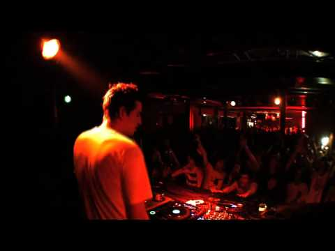 SKREAMS REMIX OF LA ROUX  IN FOR THE KILL  @ UNTITLED ANTWERP