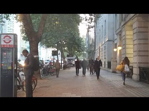Livestream walking around London including a bit of oxford street