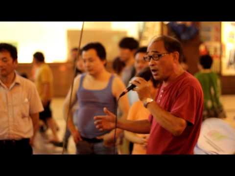 Karaoke per le strade di Shanghai
