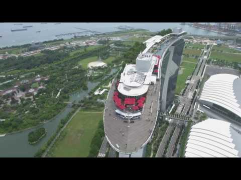 Spectacular View of Iconic Marina Bay Sands & Singapore Flyer