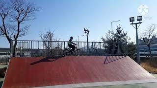 파크장에서 자전거타기 …
