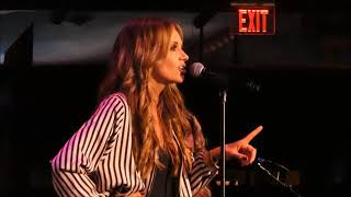 Clips of Carly Pearce from the Wolf Den 2/10/18
