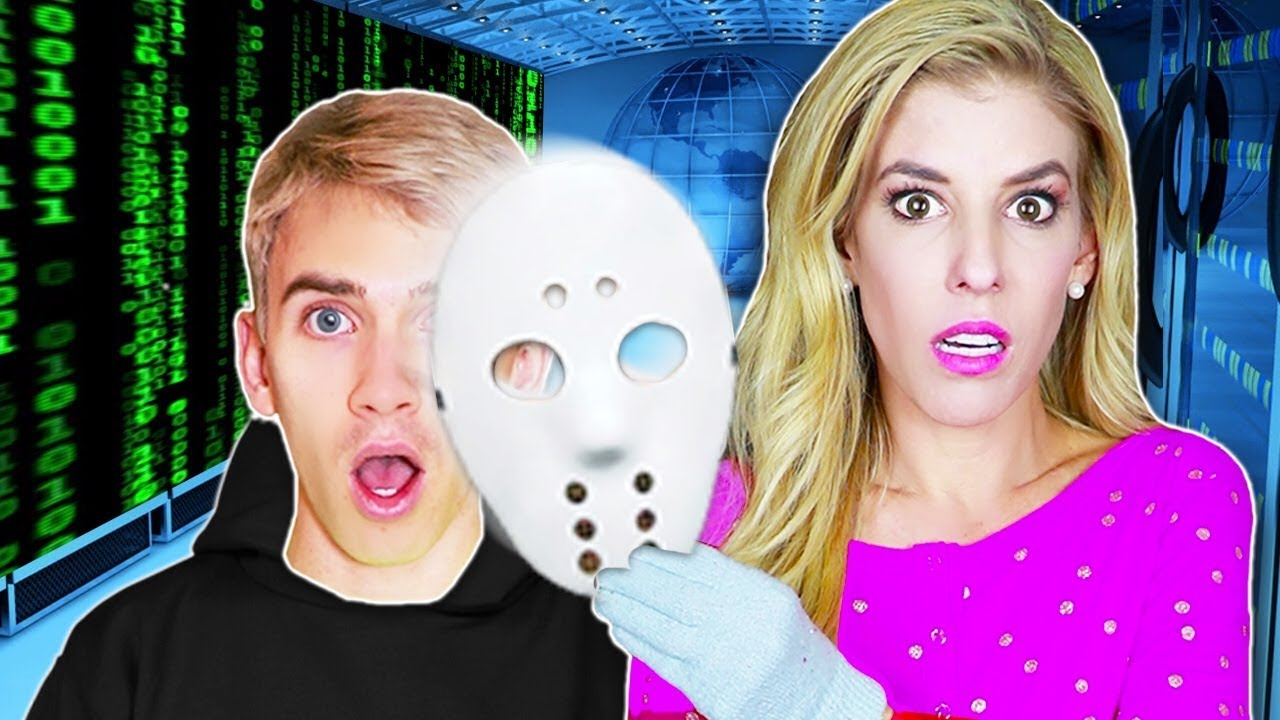 REBECCA ZAMOLO interviews GAME MASTER Spy STEPHEN SHARER! (Hidden Clues in Escape Room Toy House)
