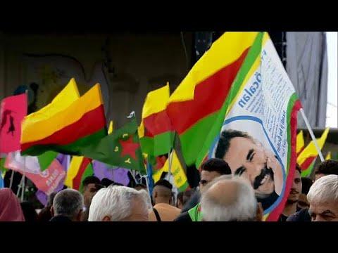 آلاف الأكراد يخرجون في ألمانيا مطالبين بالإفراج عن زعيمهم أوجلان…  - 20:53-2018 / 9 / 8