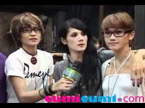 Mitha & Dara The Virgin serta Mulan Jameela Mudik - CumiCumi.com