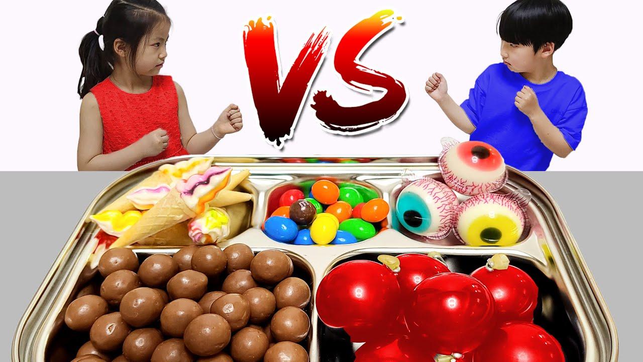 누가 더 맛있는걸 뽑을까요? 서은이와 유준이의 다트 돌림판 식판 대결 Food Tray Contest with Spin Wheel Game