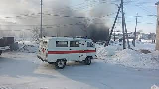Корпус бывшей начальной школы горит в Ногликах