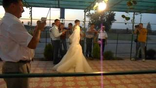 Песня маленькой девочки для жениха и невесты  Ромашки