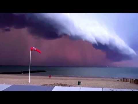 AMAZING Lightning Storm strikes