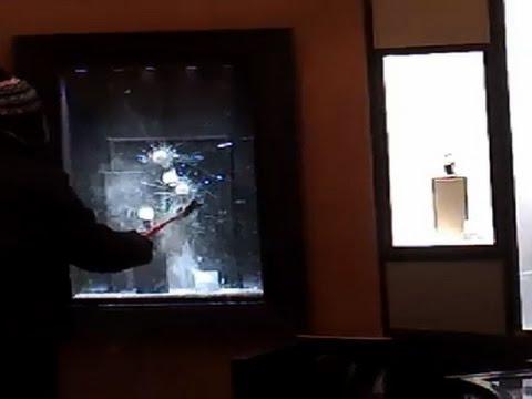 Jewelry Heist Suspect Has Trouble Smashing Glass