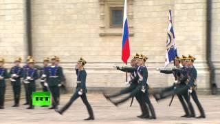видео Развод караула в Кремле  2016 . Полная церемония.