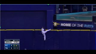 Kevin Kiermaier Gets Stuck on the Outfield Wall?! (8/28/2015)