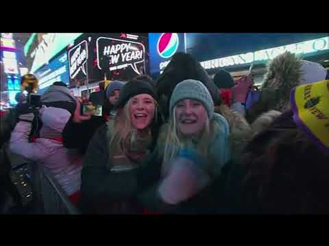 Thousands gather in frigid Times Square for New Year's Eve celebration I ABC7