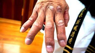 How to condition parts of your body   Uechi-ryu Kiyohide Shinjo   新城清秀先生  Okinawa karate