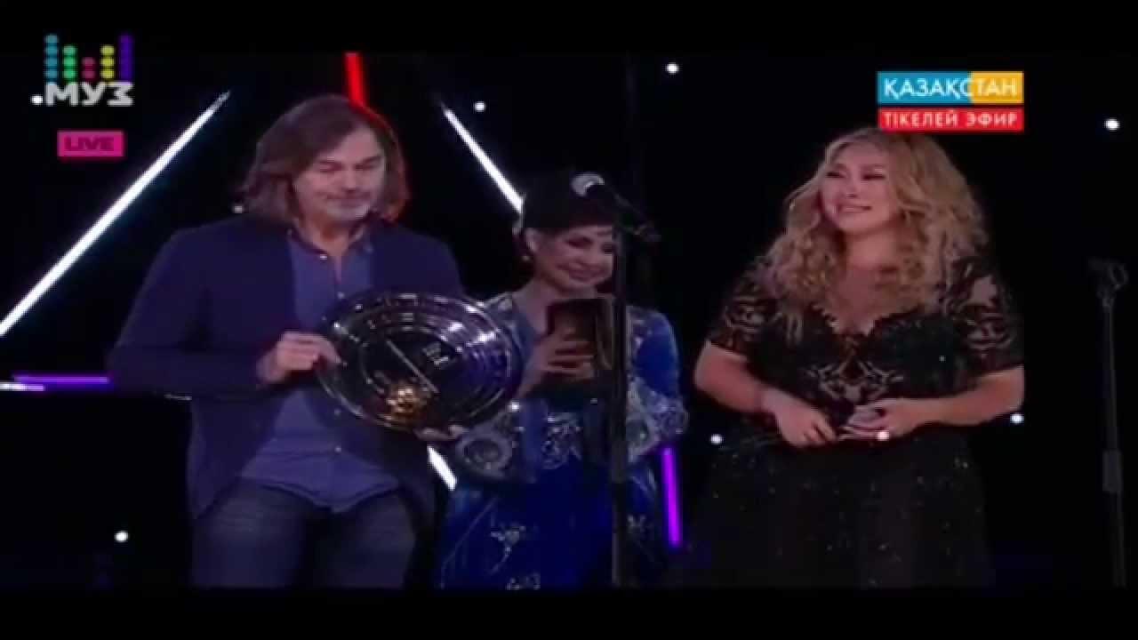 Награждение Аниты Цой в номинации «Лучшее женское видео» («Премия МУЗ-ТВ 2015»)