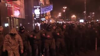Активісти у Києві атакували офіс Ахметова і Альфа Банк
