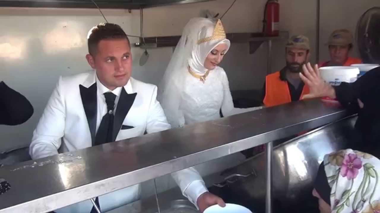 un couple turc partage son repas de mariage avec 4000 r fugi s syriens youtube. Black Bedroom Furniture Sets. Home Design Ideas